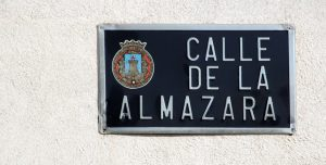 la rue au nom de l'almazara