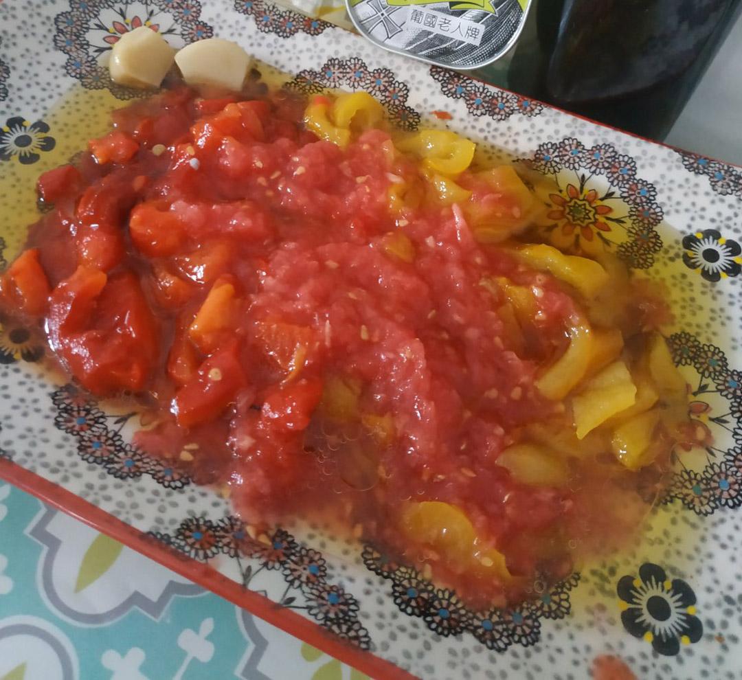 Carpaccio de poivrons rouges et jaunes