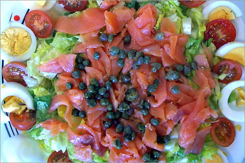 Ensalada de ahumados – Recette de la salade de poissons fumés
